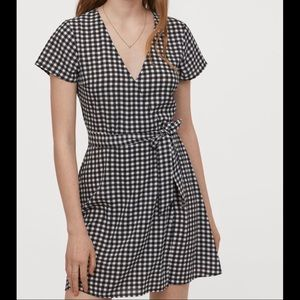 H&M Divided creped wrap-front short sleeve dress 0